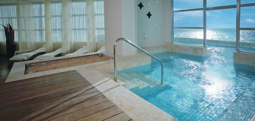37-me-cancun-yhi-spa-treatment-pool